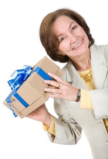 Подарок женщине после 50 лет на день рождения 62